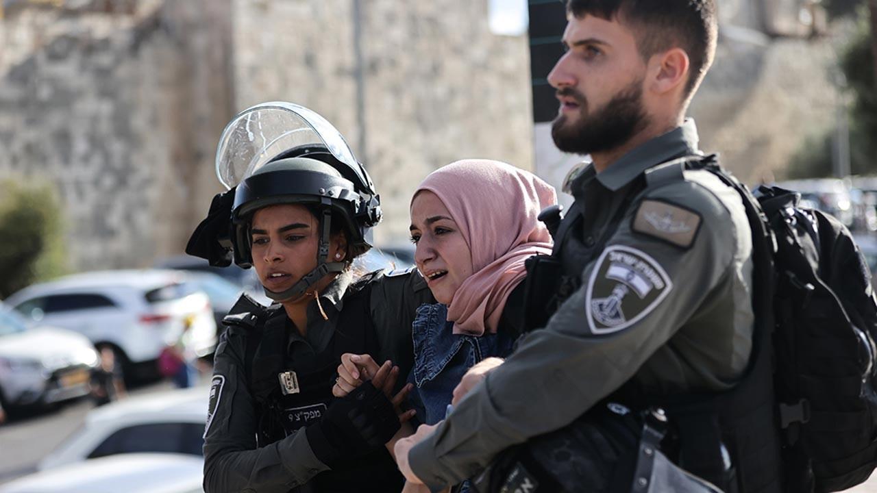 İşgalciler Kudüs'te kandil etkinlikliğine saldırdı
