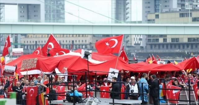 Avrupa'daki Türkler Demokrasi Nöbetinde-FOTO