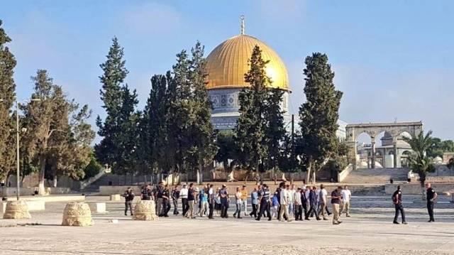Yahudi işgalciler silah zoruyla Mescid-i Aksa'ya girdi