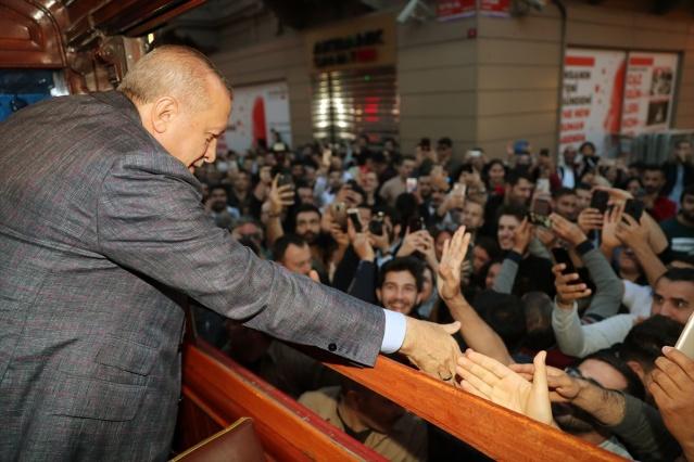 Cumhurbaşkanı Erdoğan İstiklal Caddesi'nde nostalji yaptı - Sayfa 4