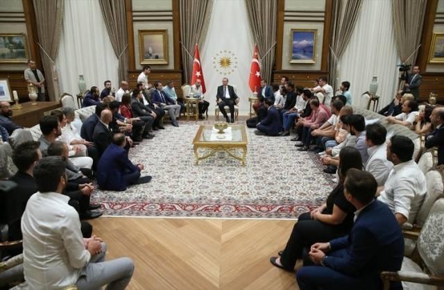 Erdoğan Beştepe'de ünlüleri ağırladı