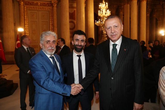 Erdoğan, Dolmabahçe'de sanatçı ve sporcularla iftarda buluştu