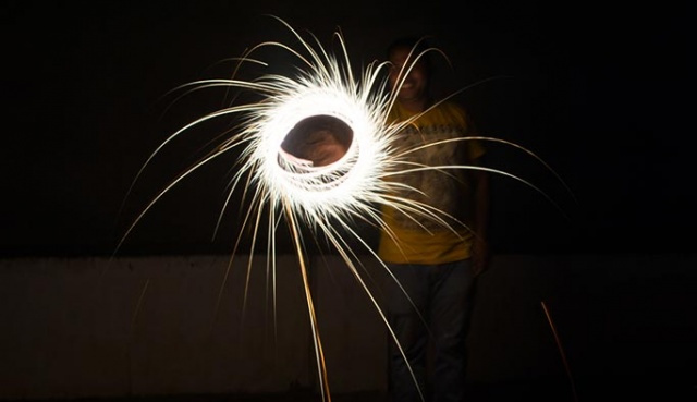 Hindistan#039;ın Mumbai kentinde her yıl kutlanan Diwali Festivali renkli görüntülere sahne oldu.