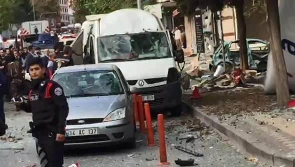 İstanbul'da bombalı saldırı ilk görüntüler