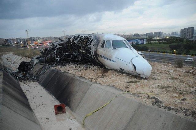 İstanbul#039;da dün akşam (21 Eylül 2017) saat 21.20#039;de TC-KON isimli özel bir jet iniş esnasında düştü.