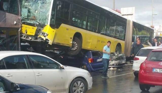 Acıbadem metrobüs kazası