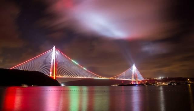 Yavus Sultan Selim Köprüsü'nde görsel şölen