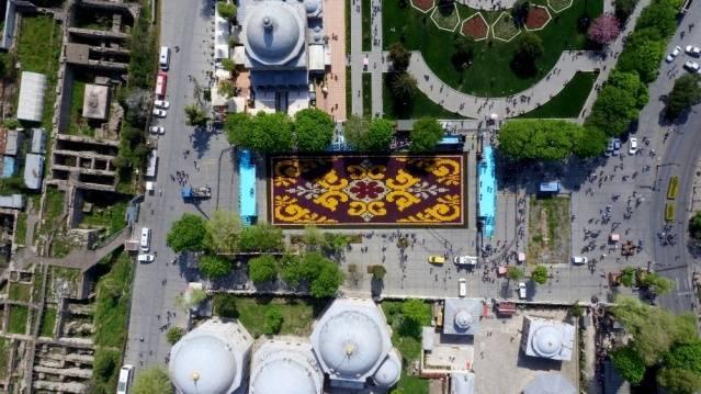 Sultanahmet'te 1453 metrekarelik 'Lale Halısı'