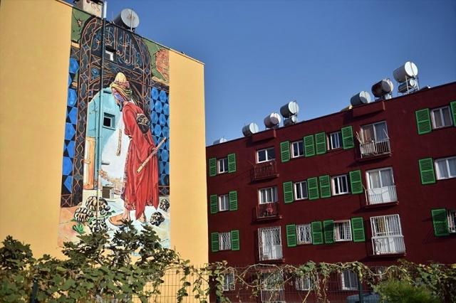 Ünlü tablolar sokak duvarlarında