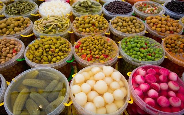 Fermantasyon yoluyla form değiştiren gıdalar bağışıklık sistemini güçlendiriyor. Bağırsak florasında bulunan probiyotiklerin korunması için yoğurt, kefir, kımız, turşu ve boza gibi fermente ürünlerin tüketilmesi şart.