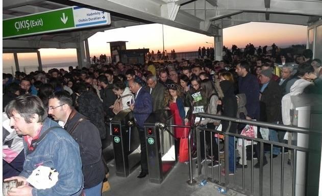 Türkiye bu günleri de gördü; TÜYAP kitap fuarında izdiham