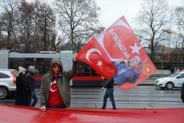 Viyana'daki Türkler'den terör protestosu