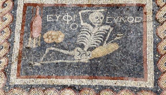 5 bin yıllık mozaikteki yazı şaşırttı