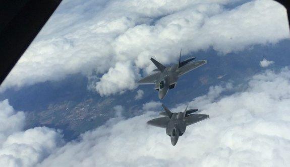 ABD, Rusya'ya F-22 ile cevap verdi