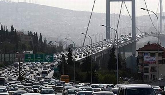 Boğaziçi Köprüsü intihar girişimi nedeni ile tıkandı