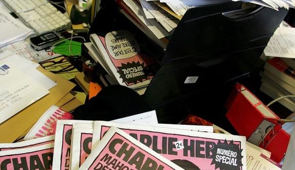 Cumhuriyet yazarlarına Charlie Hebdo cezası
