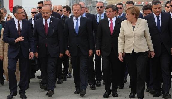 Davutoğlu, AB liderlerini mülteci kamplarını gösterdi