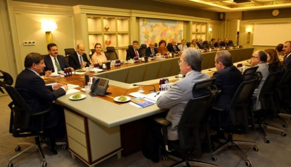 Davutoğlu teşkilatlarla ilgili yetkiyi MKYK'ya devretti