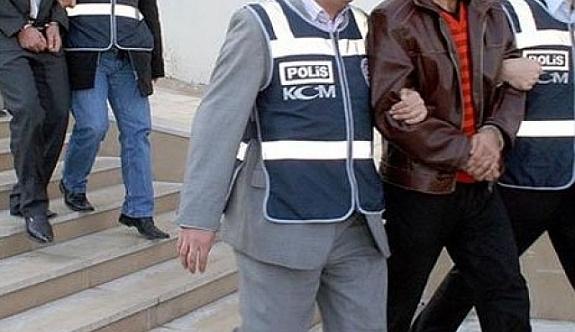 İzmir'de 3 tutuklama