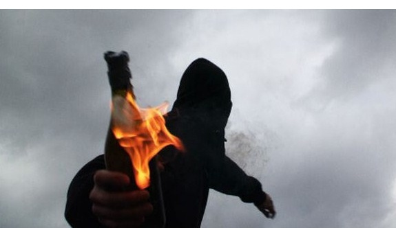 Van'da AK Partili başkanın evine saldırı
