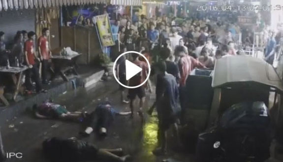 İngiliz aileyi vahşi bir şekilde dövdüler | VİDEO