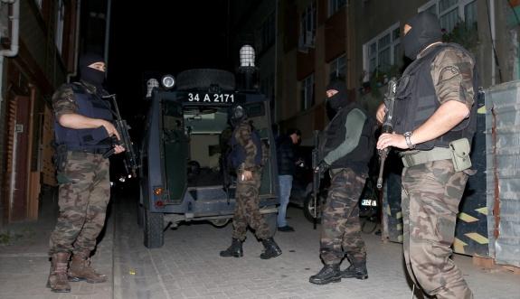 İstanbul'da iki örgüte eş zamanlı operasyon