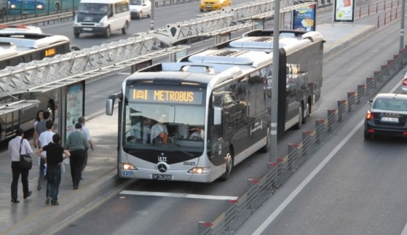 Kusan yolcu bombalı faciayı önledi