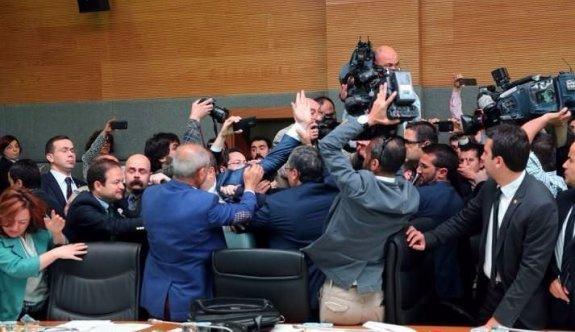 Meclis tarihinde görülmemiş kavga
