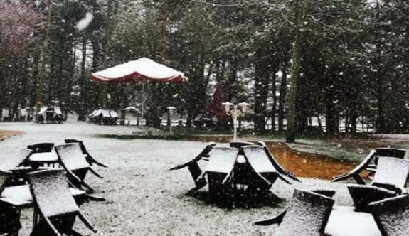 Nisan ayında Abant'a kar yağdı