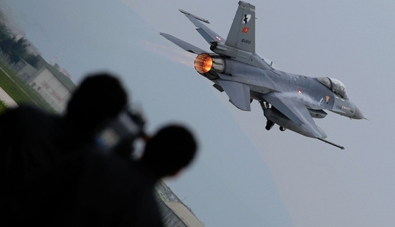 Savaş jetleri 13 teröristi öldürdü