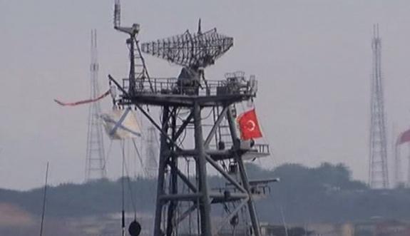 Rus gemisi Türk bayrağıyla Boğaz'dan geçti
