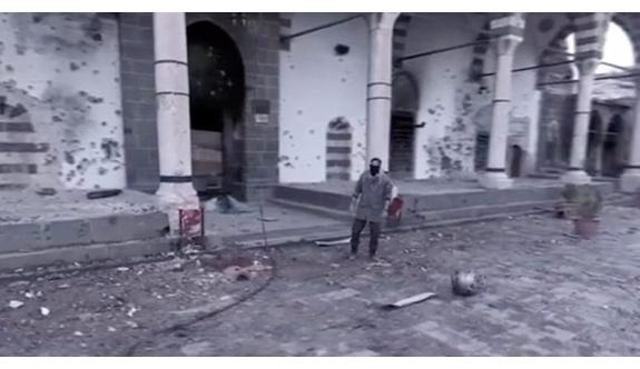 Sur'da klip çeken polis görevden alındı