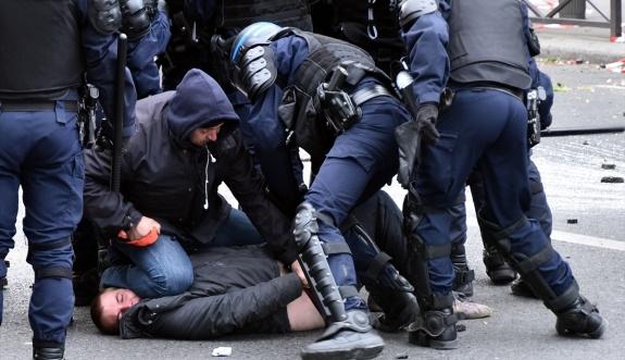 Yarım milyon Fransız sokağa döküldü