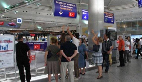 100'e yakın Uygur havalimanında mahsur kaldı
