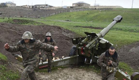 Azerbaycan Karabağ'da her an saldırıya geçebilir