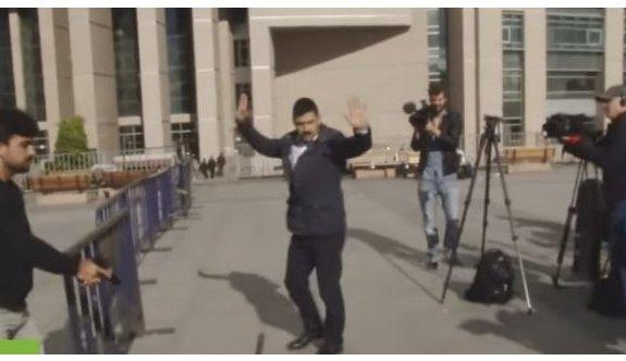 Can Dündar'a saldırı girişiminde bir kişi tutuklandı