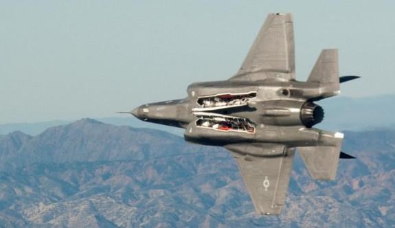 Merakla beklenen F-35'ler test için Hollanda'da