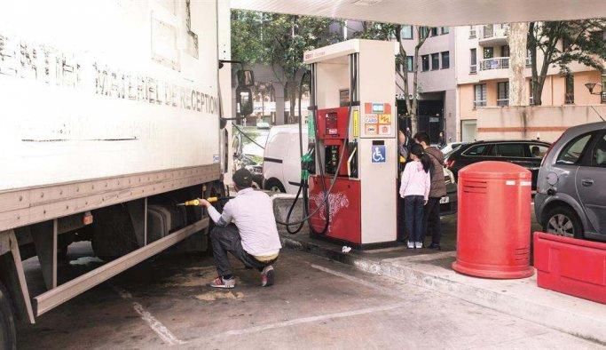 Fransızlar Google'da 'benzin nasıl çalınır' diye arıyor