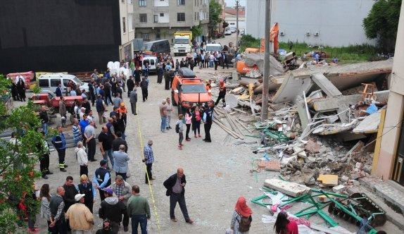 Çanakkale Lapseki'de beş katlı bina çöktü