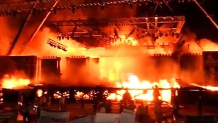 Hindistan'da büyük yangın : 17 ölü