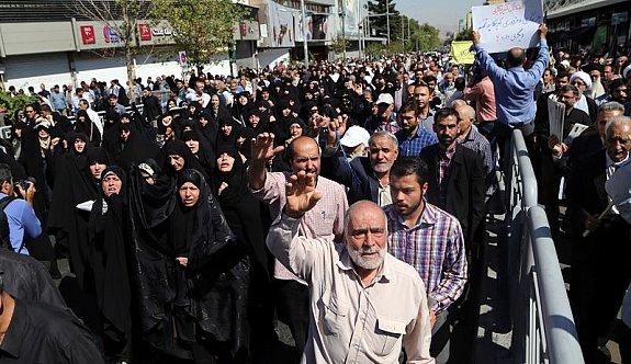 İran'a 'hac farizasını politize ediyor' suçlaması