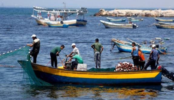 İsrail Gazzeli tüccarların izin belgelerini iptal etti