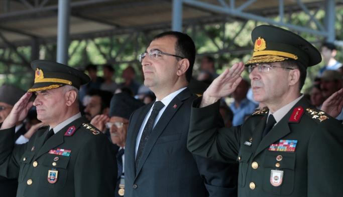 İzmir'de eğitimini tamamlayan askerler yemin etti