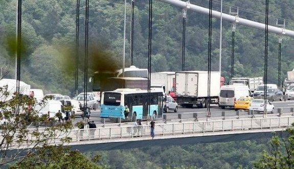 Köprü trafiğini kilitleyen intihar girişimi