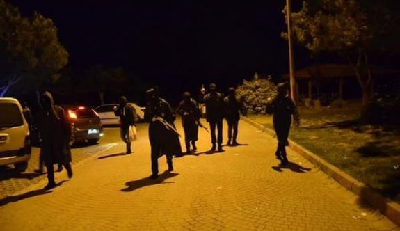 PKK'nın ortakları İstanbul'da silahlarla yol kesti