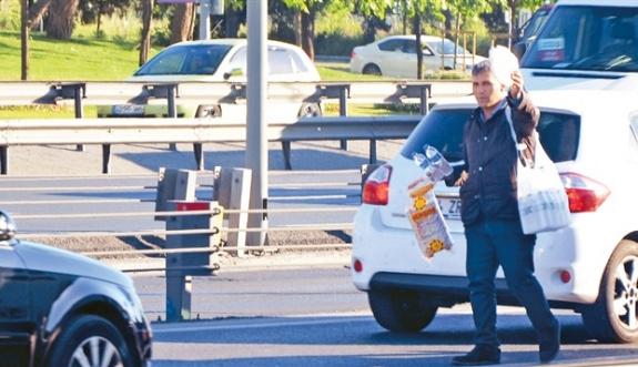 Şirketler trafikteki su satıcılarının peşine düştü