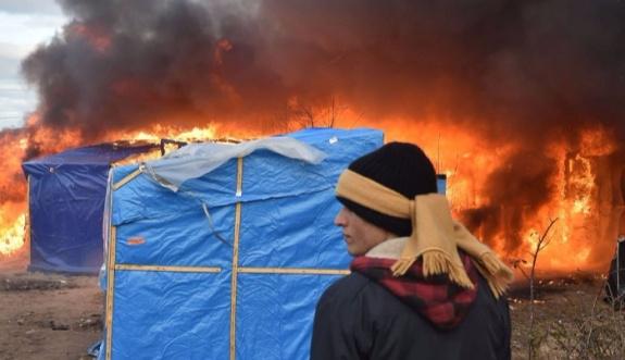 Uçaklarla vurulan kampta ölü sayısı artıyor