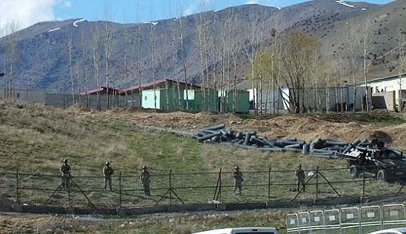 Van Gürpınar'da çatışma: Bir asker şehit