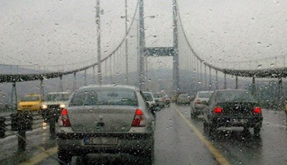 Yağmur İstanbul'u hazırlıksız yakaladı