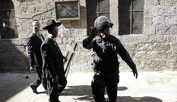 Yahudi işgalciler Mescid-i Aksa'ya zorla girdi
